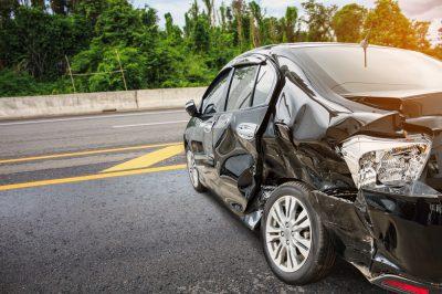 auto po upozorowanym wypadku samochodowym