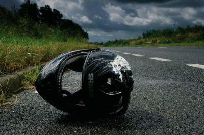 kas pozostawiony przez uciekającego z miejsca wypadku motocyklistę