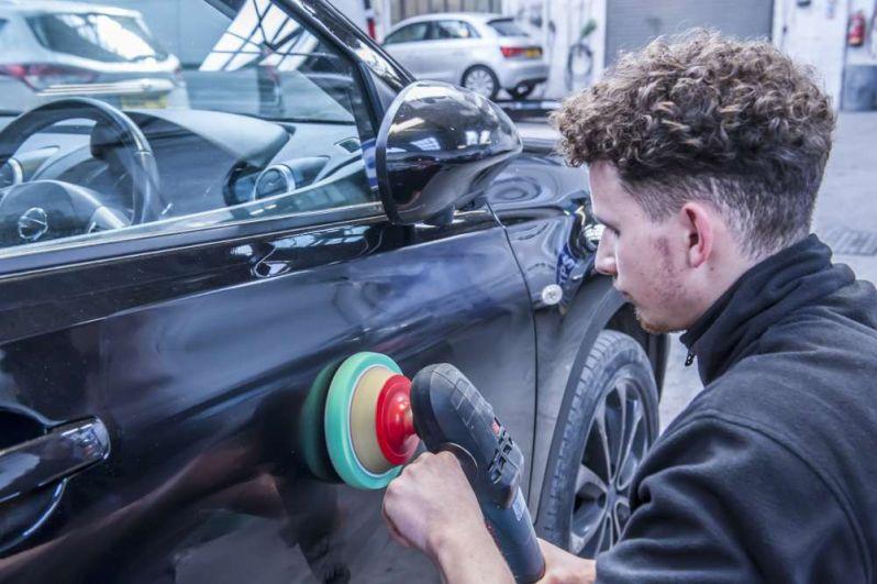 rzeczoznawca wycenia wartość auta